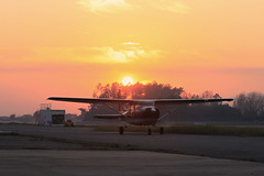 Cessna 182 ao Por do Sol (Zemikel) Tags: sun sol set do ao por braga cessna 182