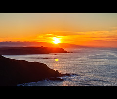 Otro atardecer en la costa de Asturias / Another sunset in the coast of Asturias (Jaime GF) Tags: sea costa atardecer coast mar spain nikon niceshot asturias ferrero hdr sunser cantbrico gozn d40