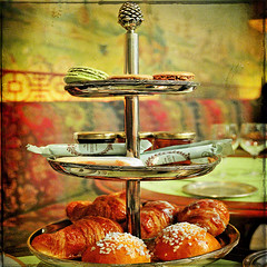 For Aurelia ....Hope and Love .....Sunday brunch (fifich@t ~ off) Tags: stilllife paris