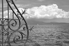 Preludio (Giorgio Nember - SEMPRE bene) Tags: bw lago garda nuvole sailing cloudy barche agosto di vela acqua ringhiera sal montyagne maunting