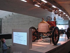 Mercedes-Benz Museum (Jorbasa Mwa) Tags: auto museum cat germany deutschland benz hessen stuttgart voiture mercedesbenz oldtimer geotag badcannstatt automobil wetterau mercedesbenzmuseum stuttgartbadcannstatt jorbasa klassischeautomoblile