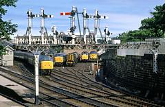 Scarborough line up. (delticfan) Tags: peaks 08 semaphores 31s scarboroughstation