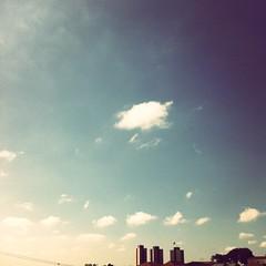 #Sky (Carlos Fachini ™) Tags: sky céu clouds nuvens pictures picture photography photograpy iphoneography iphone instagramapp inspiração inspiration image imagem imagens images freguesiadoó fotografia efeito effects ceu azul