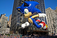 Sonic the Hedgehog at the Macy's Thanksgiving Day Parade 2011-0755 (NYCMediaMix) Tags: thanksgiving nyc columbus circle parade macys columbuscircle sonicthehedgehog 2011 macysthanksgivingdayparade2011
