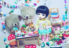 Bun's party (Cyristine) Tags: friends party cute cakes yellow ball stars asian toys happy miniatures doll shine bears small adorable tiny kawaii belle sweets bjd rement jointed lati