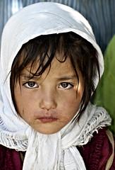 Parkachik cutie pie. (Prabhu B Doss) Tags: portrait india girl kids scarf pie nikon muslim islam valley zanskar himalayas ladakh suru travelphotography jammuandkashmir 2011 bikeexpedition incredibleindia d80 transhimalaya parkachik prabhub prabhubdoss zerommphotography 0mmphotography