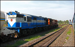 Raipur's Ice-Cream ALCo (Ankit Bharaj) Tags: railroad india ice electric train canon wagon photography is gm diesel indian pair cream engine twin style rake locomotive 100 passenger mast signal railways trainspotting enthusiasm ankit sx livery alumina vedanta lapanga railfanning dbr orrisa irfca raipur btap bharaj sambalpur wdg3a jharsuguda titlagarh rengali