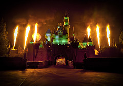 Halloween Screams (WJMcIntosh) Tags: fireworks disneyland pyro sleepingbeautycastle sigma1020 nikond7000 halloweenscreams