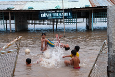 Swimming(2) (nguyenphuocloc_1958) Tags: bridge fish water swim children boat jump cu bi nhy cuc chothuyn ihc btc ncni