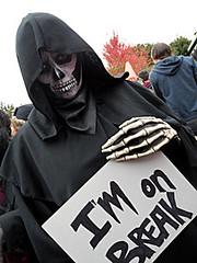 Union Break (Michelle Di Rocco) Tags: costumes toronto halloween blood gore zombies queenstreet guts zombiewalk torontozombiewalk