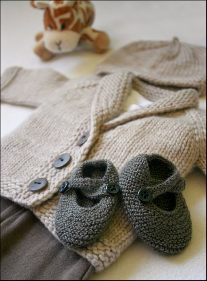 Knitting Pattern For Baby Boy Shoes : Never Not Knitting: The Tiniest Baby Shoes