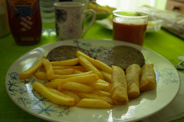 278/365 Patatas, mini rollitos, y hamburguesas (Vegan)