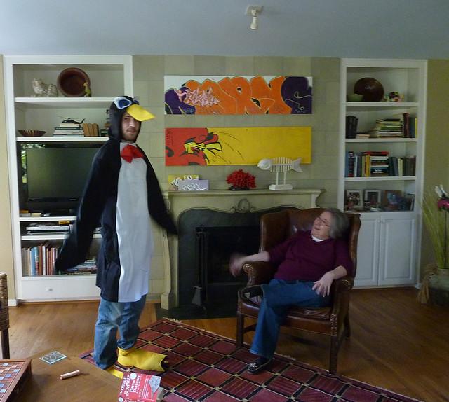 P1010646-2011-10-31-Penguin-Soccer-Costume-DK