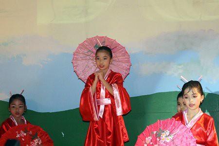 japanese-parasol-dance