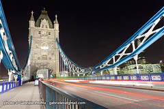 "Tower Bridge of London at night <a style=""margin-left:10px; font-size:0.8em;"" href=""http://www.flickr.com/photos/24828582@N00/6329697739/"" target=""_blank"">@flickr</a>"