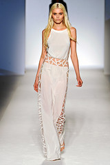 Milan Fashion Week - Alberta Ferretti Spring-Summer 2012 (Fashion Photo Blog) Tags: summer spring top alberta summerdress bet 2012 fashionweek fashiondesigner milanfashionweek ferretti runwayshow albertaferretti springdresses bestfashionshow