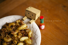 Danbo is eating koshari.. (Bayan AlSadiq) Tags: food sauce eating pasta eat danbo revoltech كشري danboard revoltechdanboard مجدره