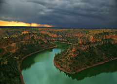 El infierno de tu gloria ha pasado por m./ The hell of your glory has passed through me. (OMA photo) Tags: sunset espaa rain ro river atardecer lluvia spain segovia gorge hoces seplveda duratn