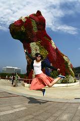 Bilbao - August, 2011 (RodaLarga) Tags: jumping spain bilbao guggenheim jeffkoons