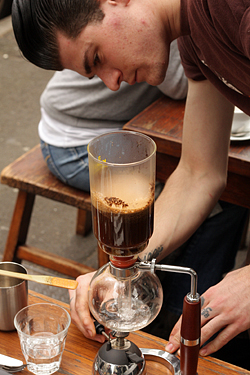 making siphon coffee