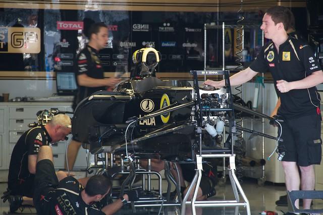 Lotus Renault pit garage