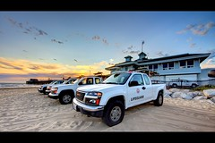 newport beach lifeguard (Eric 5D Mark III) Tags: california sunset sky usa cloud seascape beach car canon landscape photography pier twilight unitedstates perspective atmosphere wideangle lifeguard newportbeach vehicle orangecounty ericlo ef14mmf28liiusm eos5dmarkii