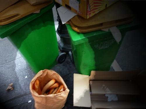 Du pain et des poubelles