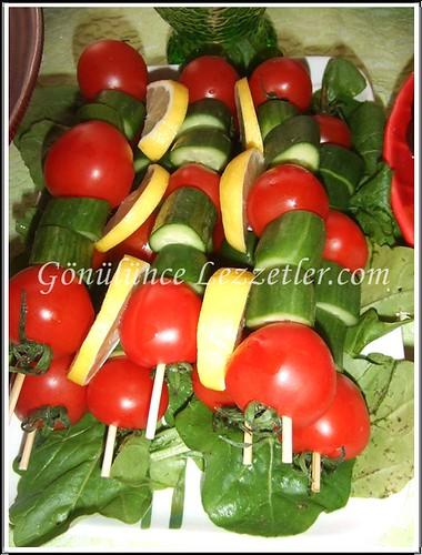 domates ve salatalık şiş
