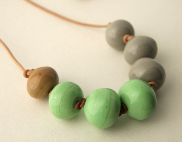 Bubble necklace in  green, grey and caramel