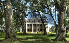 Houmas House Plantation (Ken Yuel) Tags: unitedstates lousiana mississippiriver oaktrees sugarcane mansions riverbanks plantations houmashouse digitalagent sugarcaneplantations southernmansions kenyuel wraparoundverandas aspoonfulofhoney