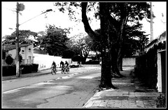 Ruas (Paulo JS Ferraz) Tags: film streetphoto rua filme kyocera doublex feiralivre 5222 pertodecasa 17min kodakdoublex yashicamf3 kodak5222 pauloferraz pjsf paulojsferraz caffenol814sal