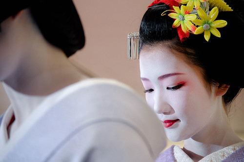 glimpse of a maiko by 1/4th