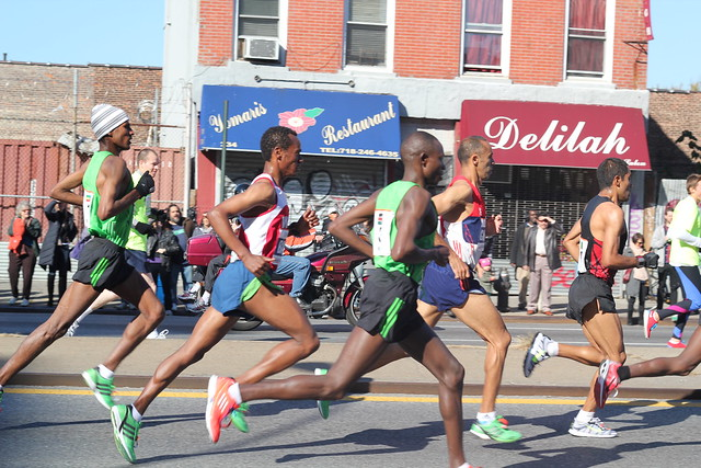 Male marathon leaders at mile 7 in Brooklyn