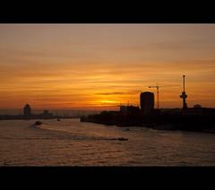 Sunset in Rotterdam .... (*Lie ... on & off ... too busy !) Tags: sunset haven port zonsondergang rotterdam sonnenuntergang harbour nederland hafen euromast coucherdesoleil nieuwemaas rotjeknor manhattanaandemaas opstapmetfrank zichtvanopdeerasmusbrug