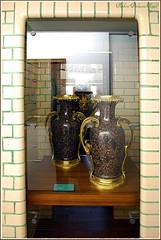 On y trouve une collection de vases (Barbara DALMAZZO-TEMPEL) Tags: faïence vase lapiscine céramique roubaix muséedartetdindustrieandrédiligent