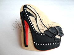 Lady Clou Black (Sugar Envy) Tags: red party black cookies shoes cookie boots designer event leopard daffodil heels cheetah iced soles spikes booties platforms favors decorated slingbacks sugarenvycookies sugarenvy sugarenvynet christianlouboutincookies ladyclou dafbooty daffodilbrodee