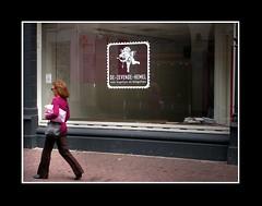 Straat (Theo Kelderman) Tags: street city holland haarlem netherlands nederland etalage winkel vrouw stad straat 2011 theokeldermanphotography dezevendehemel