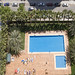 Urbanización provista de grandes zonas verdes y piscinas.  Solicite más información a su inmobiliaria de confianza en Benidorm  www.inmobiliariabenidorm.com