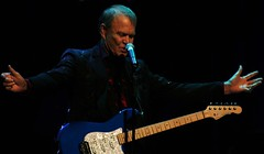 Glen Campbell October 6, 2011 (Paul Zollo) Tags: love wow dayofthedead rj song else stress saline 1111 redemption lucys hollywoodforever tommylee kulak conmur elvisinaurora michelletime