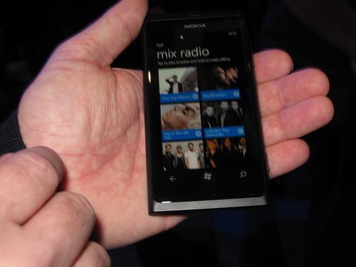 諾基亞Lumia 800內建之Radio Mix音樂串流服務