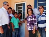 Após café da manhã e discursos, prefeito entrega as 36 casas populares by portaljp