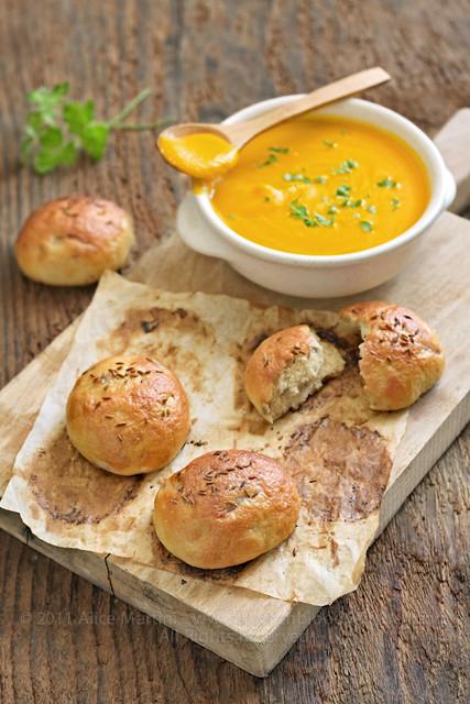 Crema di carote + panini al vapore con senape, cipolla e cumino