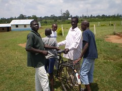 The boys around the bike (Juliano Pappalardo) Tags: home children farm qunia mutumbu orfanate amanishort