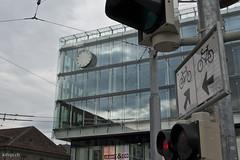 Die Bahnhofsuhr in Bern zeigt keine Zeit an.