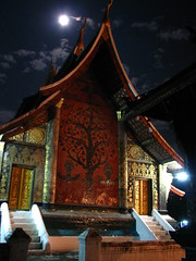 Wat Xeing Tong prayer hall, under full moon, Luang Prabang, Laos (Boonlong1) Tags: art architecture night worship asia nightshot religion culture buddhism oldbuildings sacred nightphoto laos luangprabang arthistory laotian placeofworship houseofworship earthnight