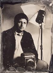 Professions & Passions - Lukasz - Photographer (Maciek Lesniak) Tags: camera portrait man male wet zeiss flash large plate format strobe photograhper tessar collodion 13x18 strobist globica