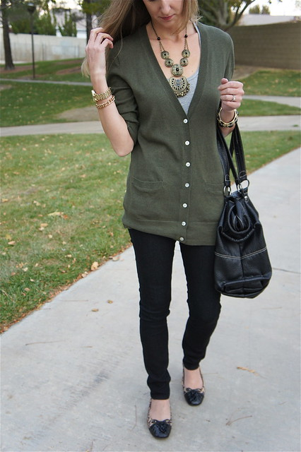 Army green cardigan with skinny jeans