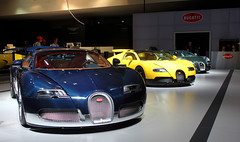 Bugatti (mewzhang) Tags: show ford benz dubai 7 ferrari porsche bmw motor jaguar rrr gt lamborghini rs 800 ff lfa lexus cls brabus ajman 918 xk 570 mansory rollsroyes lp700