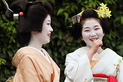 Chattering (Teruhide Tomori) Tags: festival japan kyoto maiko geiko   kimono teaceremony teaparty    kamishichiken