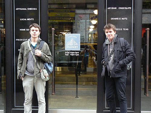 clem et Paul devant le Chelsea Market.jpg